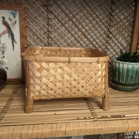 Woven square footed basket